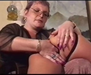 Mom Gets Girl Pussy